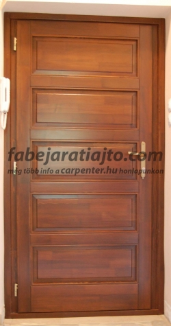 panel lakás fa bejárati ajtója